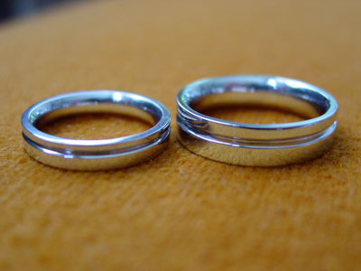 white gold wedding rings with groove